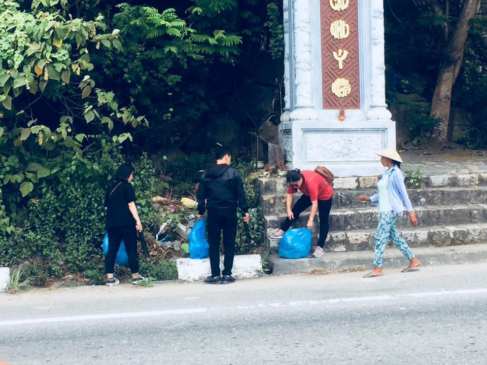 Dọn rác bán đảo Sơn Trà