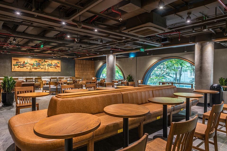 không gian Starbucks coffee