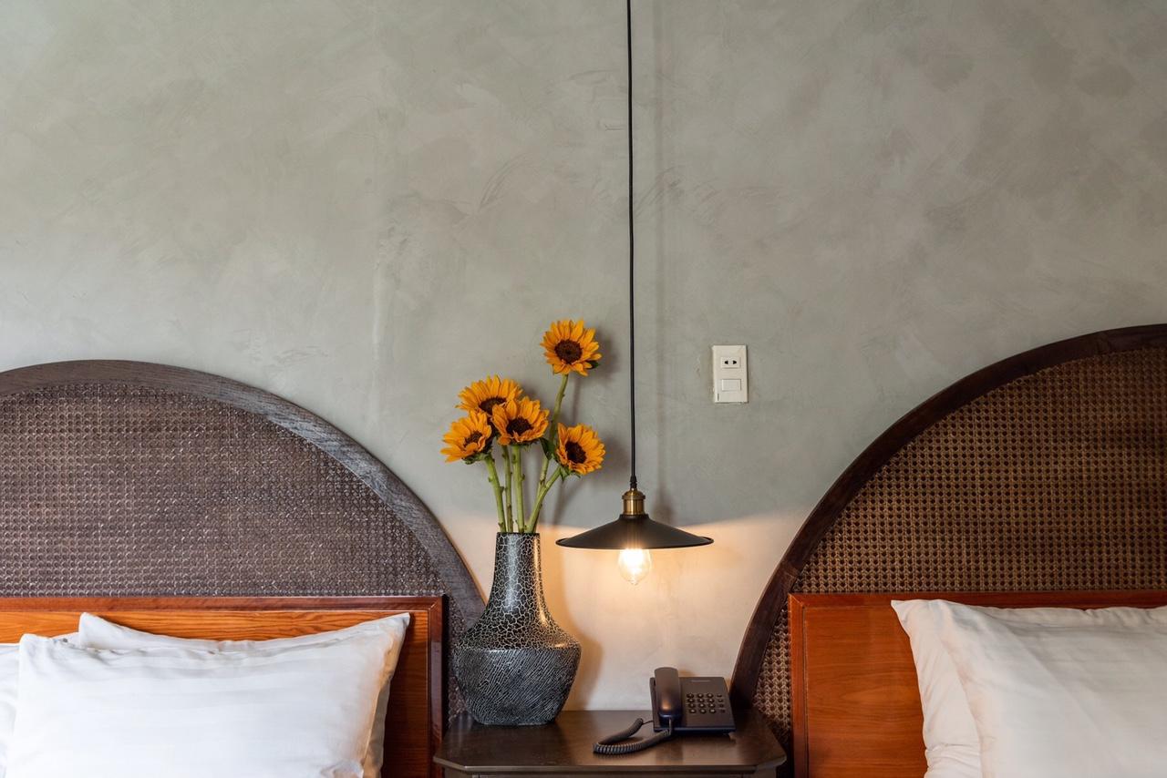 tường sơn giả bê tông phòng ngủ khách sạn Danati