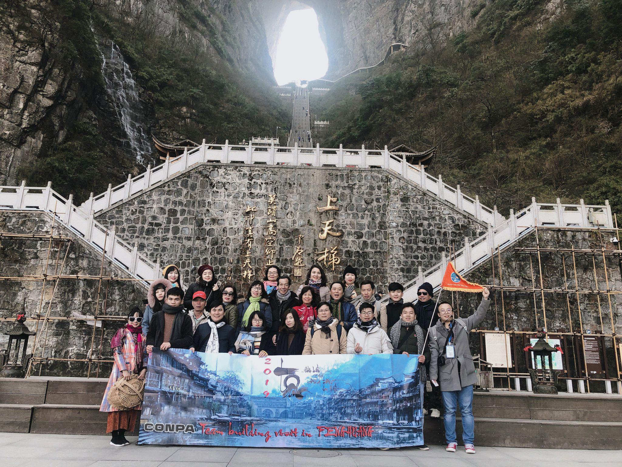 Conpa Việt Nam tham quan du lịch Phượng Hoàng Cổ Trấn