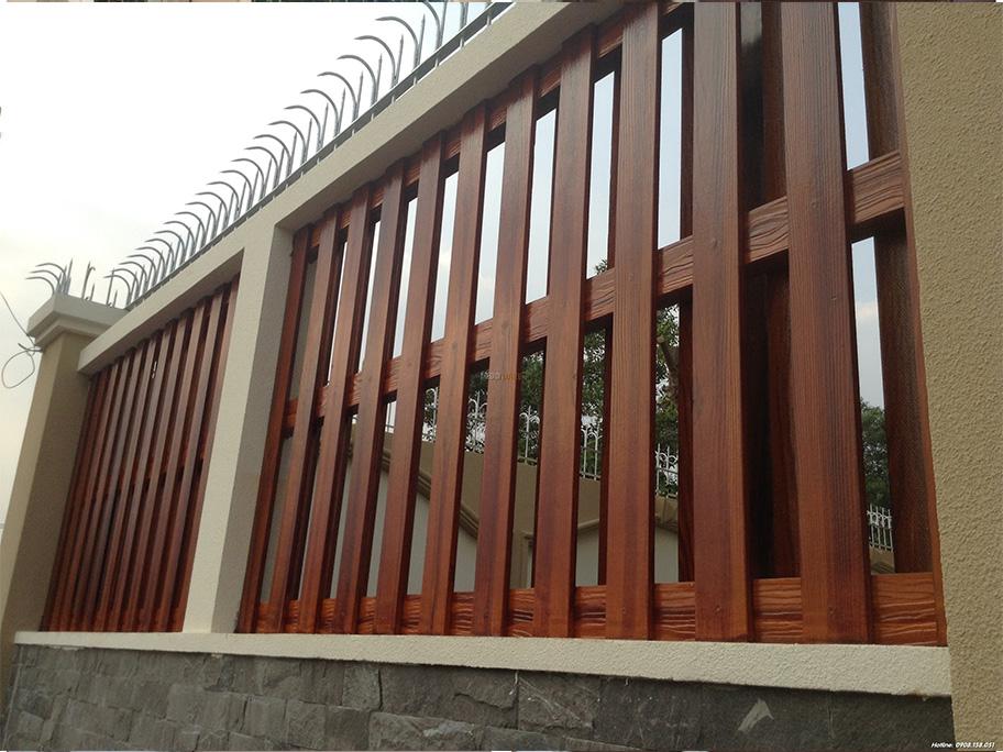Hàng rào sử dụng sơn giả gỗ đẹp