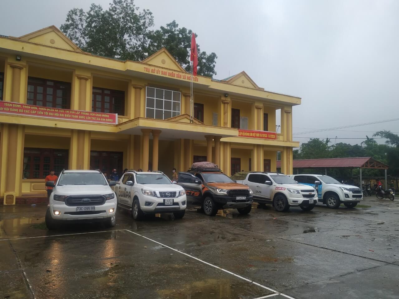 xe tập kết cứu trợ miền trung lụt bão