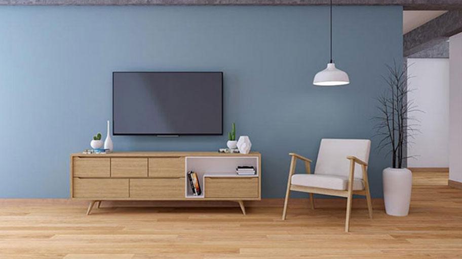 Phối màu giữa tường nhà xanh sẫm và gạch giả gỗ