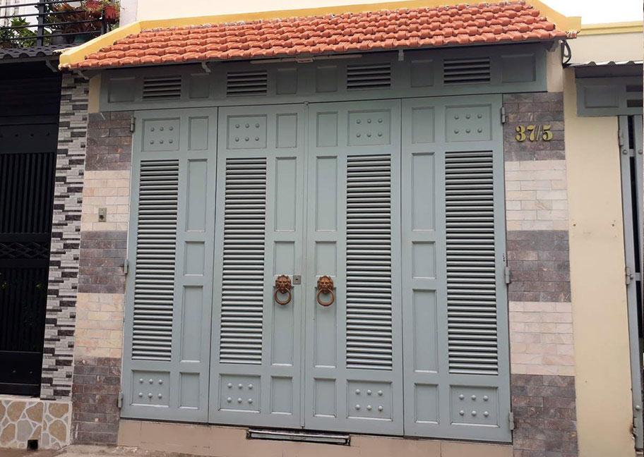 Mẫu cửa sắt sơn màu đẹp