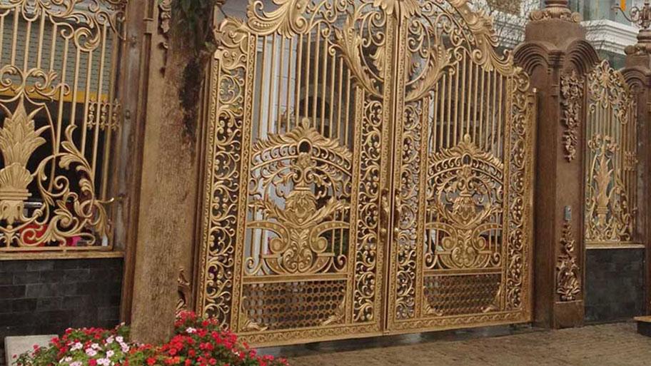 Sơn cửa sắt màu vàng đồng đẹp